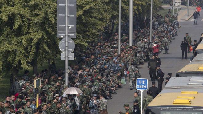 Cựu chiến binh TQ biểu tình lớn, cảnh sát vũ trang ra tay: Thách thức 'giấc mộng Trung Hoa' của ông Tập 2