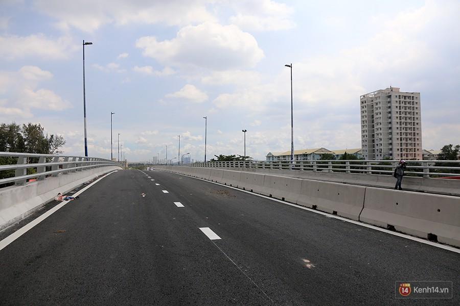 Chùm ảnh cầu vượt hơn 200 tỷ đồng trước giờ thông xe, cửa ngõ cảng biển lớn nhất Sài Gòn được 'giải cứu' 6