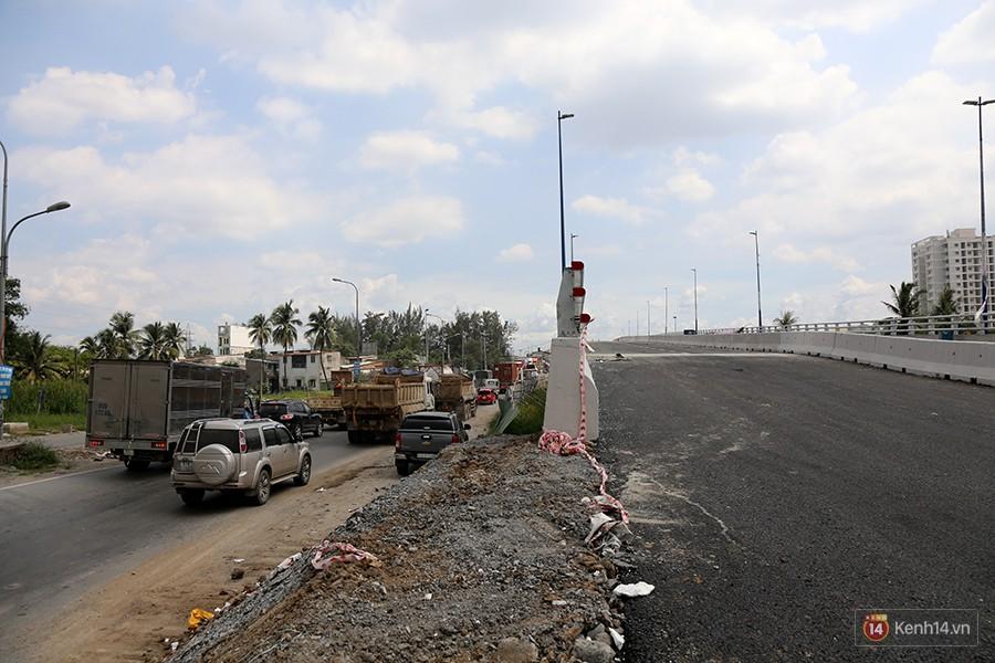 Chùm ảnh cầu vượt hơn 200 tỷ đồng trước giờ thông xe, cửa ngõ cảng biển lớn nhất Sài Gòn được 'giải cứu' 5