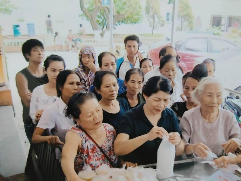 Bà cụ 82 tuổi quyên tiền để phát cháo miễn phí cho bệnh nhân nghèo suốt ba năm nay ở Hà Nội 3