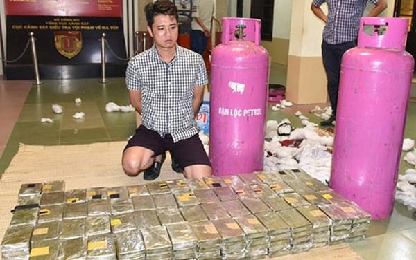 Quái chiêu kiểm soát đàn em của trùm ma túy vừa bị cảnh sát nổ súng, bao vây ở Sơn La 2