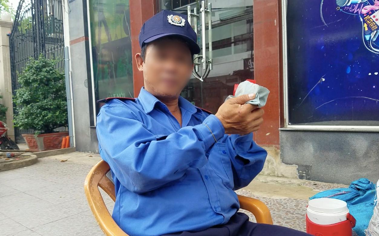 Nhân chứng vụ nhóm thanh thiếu niên cầm dao xông vào cửa hàng tiện lợi cướp của, hành hung nhân viên ở Sài Gòn: Lúc đó là 2 giờ sáng! 4