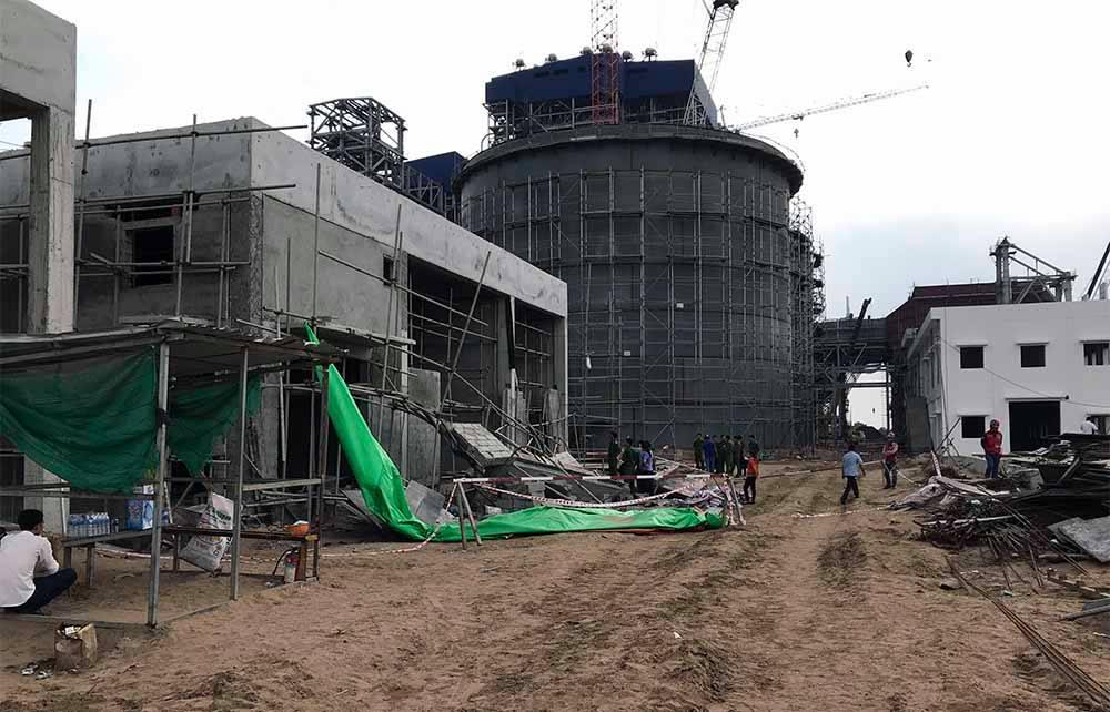 Giàn giáo tại nhà máy nhiệt điện bất ngờ sập, 1 người chết, 4 người bị thương 2