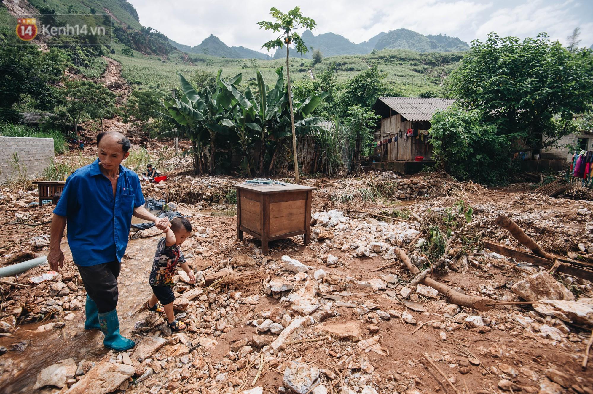 Trận lũ đau thương ở Hà Giang trong vòng 10 năm qua: 'Giờ đâu còn nhà nữa, mất hết, lũ cuốn trôi hết rồi...' 15