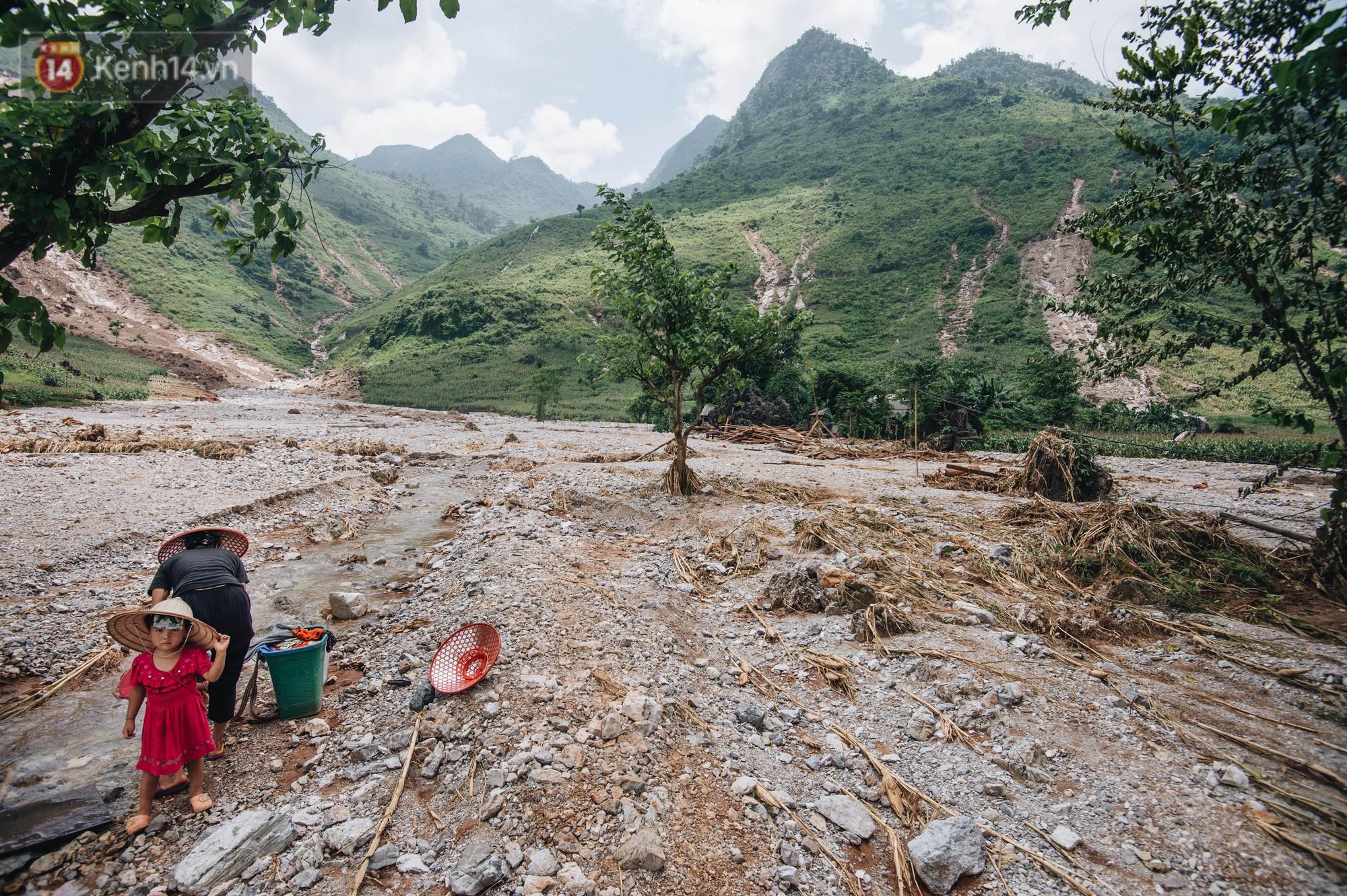 Trận lũ đau thương ở Hà Giang trong vòng 10 năm qua: 'Giờ đâu còn nhà nữa, mất hết, lũ cuốn trôi hết rồi...' 9