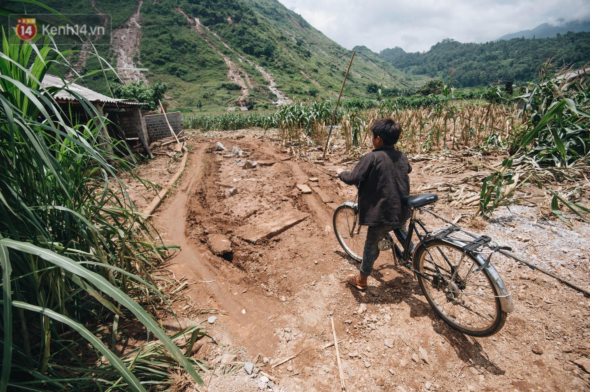 Trận lũ đau thương ở Hà Giang trong vòng 10 năm qua: 'Giờ đâu còn nhà nữa, mất hết, lũ cuốn trôi hết rồi...' 18