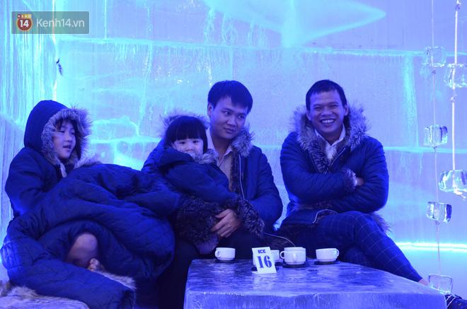 Nắng như đổ lửa, người dân Hà Nội 'đưa nhau đi trốn' trong quán cà phê âm 10 độ C 9