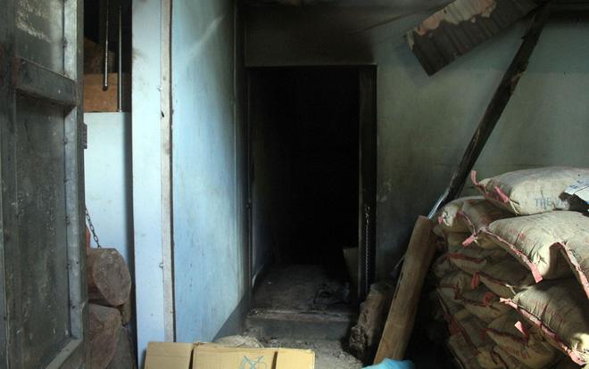 Cận cảnh bên trong căn hầm ẩn nấp của 'trùm ma túy' trốn truy nã ở Lóng Luông 1