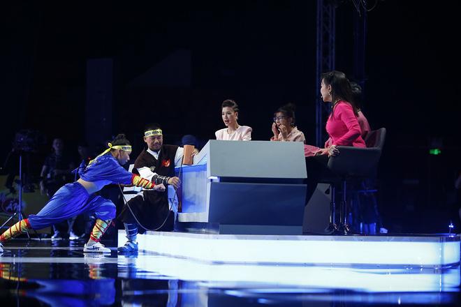 Khách mời có màn diễn 'rùng rợn', Hoàng Yến Chibi sợ hãy bỏ chạy khỏi ghế 10