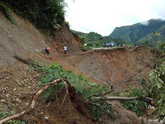 Đường vào Mường Tè – Lai Châu chưa thông tuyến sau lũ, hơn 700 hộ dân cạn kiệt lương thực 1