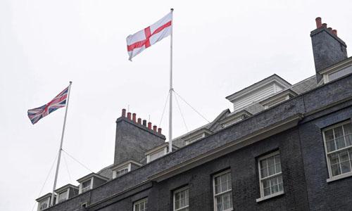 Ngoại trưởng Anh yêu cầu 151 đại sứ quán khắp thế giới treo cờ để cổ vũ cho đội nhà tại World Cup 1