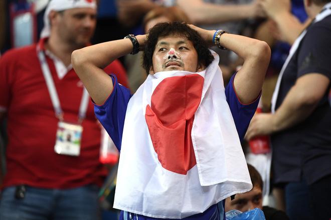 Ngưỡng mộ hình ảnh CĐV Nhật Bản vừa khóc nức nở, vừa dọn sạch rác trên khán đài 1