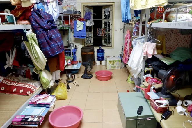 Nhà trọ biến thành lò lửa 40 độ C, sinh viên Hà Nội 'tập kết' toàn bộ quạt trong phòng để tạo gió cũng không ăn thua 12