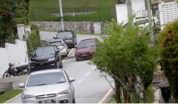 Cựu thủ tướng Malaysia bị bắt tại nhà riêng vì cáo buộc tham nhũng 2