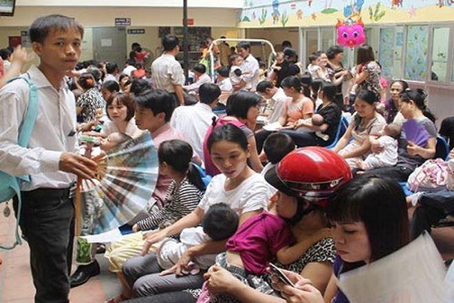 Nắng nóng đỉnh điểm, trẻ nhập viện ồ ạt vì bệnh hô hấp 1