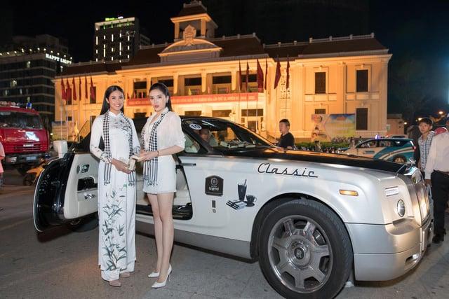 Dàn hoa hậu, á hậu ngồi siêu xe 1,5 triệu USD đi tặng sách quý 1