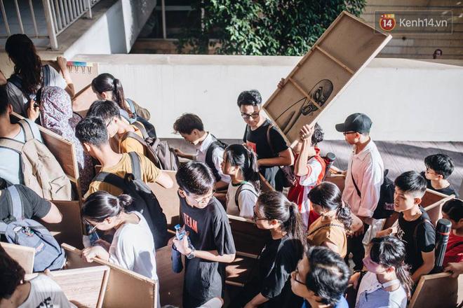 Rừng thí sinh lỉnh kỉnh đồ đạc, chen chúc nhau tại trường Kiến trúc: Nhìn thôi cũng thấy mệt và nóng rồi! 5