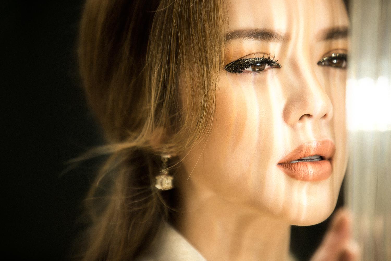 Lý Nhã Kỳ khoe vẻ đẹp sang trọng, quyền lực trong bộ ảnh mới tại Đà Nẵng 8