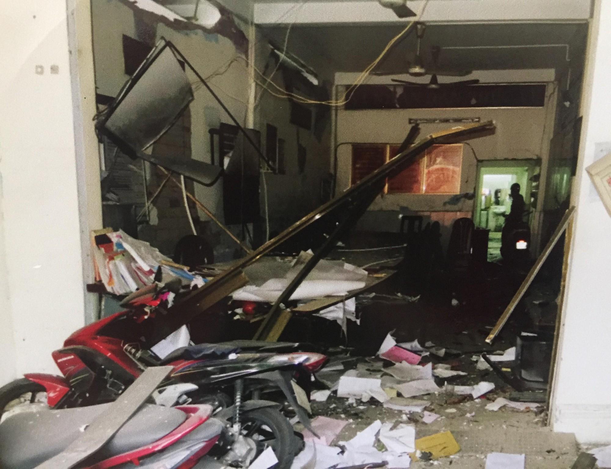 [ẢNH] 10kg thuốc nổ trong nhà của kẻ ném bom vào trụ sở công an phường 1