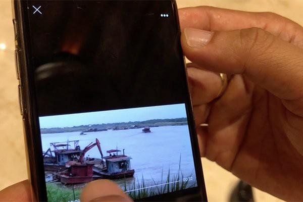 Chủ tịch Hà Nội trưng clip cát tặc lộng hành cách tàu cảnh sát 10m 1