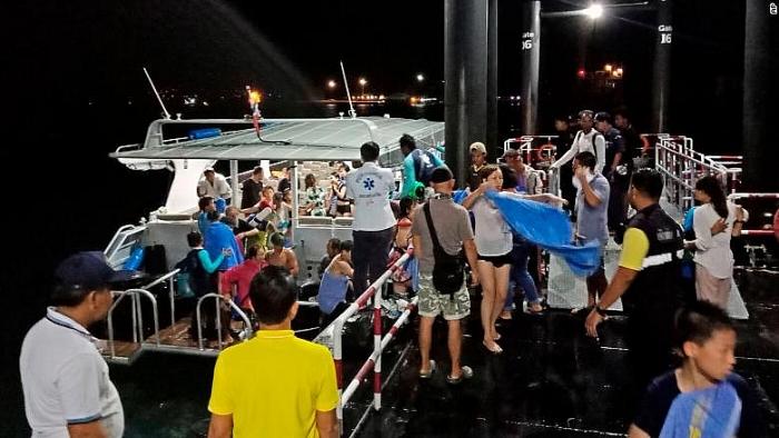 Lật tàu du lịch tại Thái Lan: 1 người thiệt mạng, gần 60 người mất tích 2