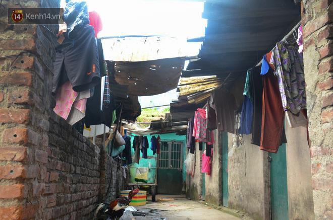 Xóm trọ nghèo không quạt, không điều hòa ở Hà Nội: Ban ngày đi khỏi nhà, ban đêm phải đổ nước lên giường mới ngủ được 3