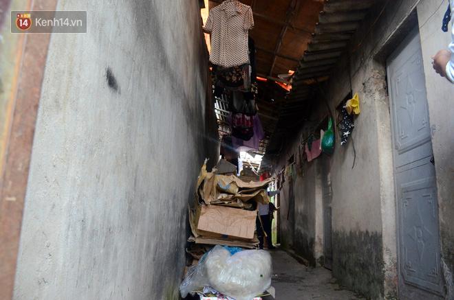 Xóm trọ nghèo không quạt, không điều hòa ở Hà Nội: Ban ngày đi khỏi nhà, ban đêm phải đổ nước lên giường mới ngủ được 4