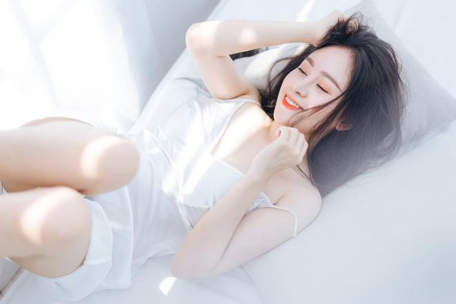 'Bà Tưng' Huyền Anh bất ngờ tung loạt ảnh nóng bỏng 2