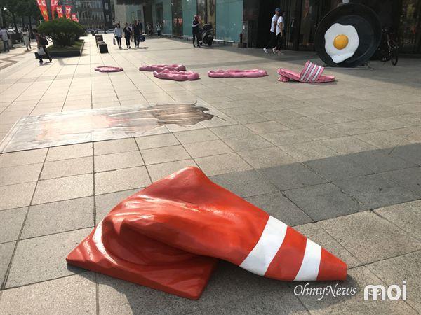Triển lãm ngoài trời chỉ có tại thành phố nóng nhất Hàn Quốc: Trứng rán, dép chảy nhựa đầy đường… kỷ niệm một mùa hè 'đáng ghét' lại đến 7