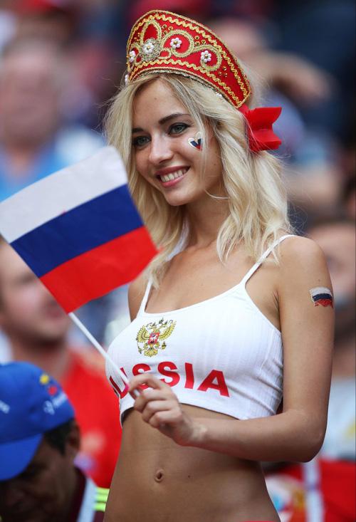Fan nữ nổi tiếng hứa khoả thân nếu tuyển Nga vô địch World Cup 2018 1