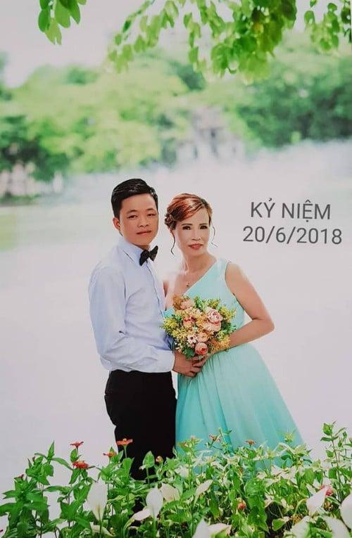 Cô dâu 61 tuổi lấy chồng 26 tuổi ở Cao Bằng: Vợ chồng mất ngủ cả đêm, 1 ngày, có khoảng 700 người xin kết bạn FB 1