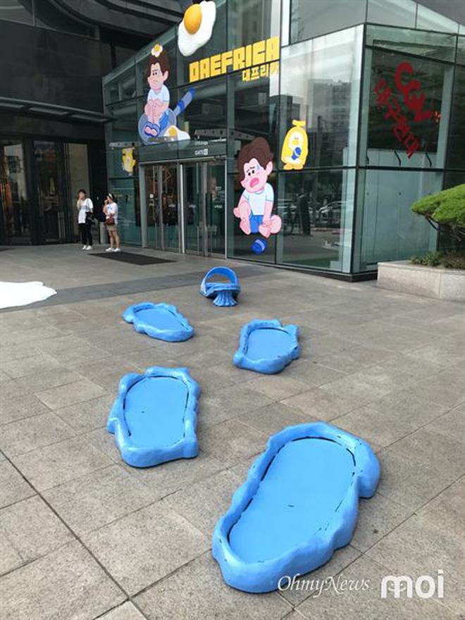 Triển lãm ngoài trời chỉ có tại thành phố nóng nhất Hàn Quốc: Trứng rán, dép chảy nhựa đầy đường… kỷ niệm một mùa hè 'đáng ghét' lại đến 6