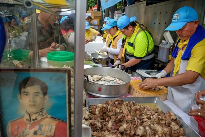 Các hình ảnh cho thấy quy mô và độ phức tạp của nỗ lực giải cứu các cậu bé Thái Lan bị mắc kẹt 7