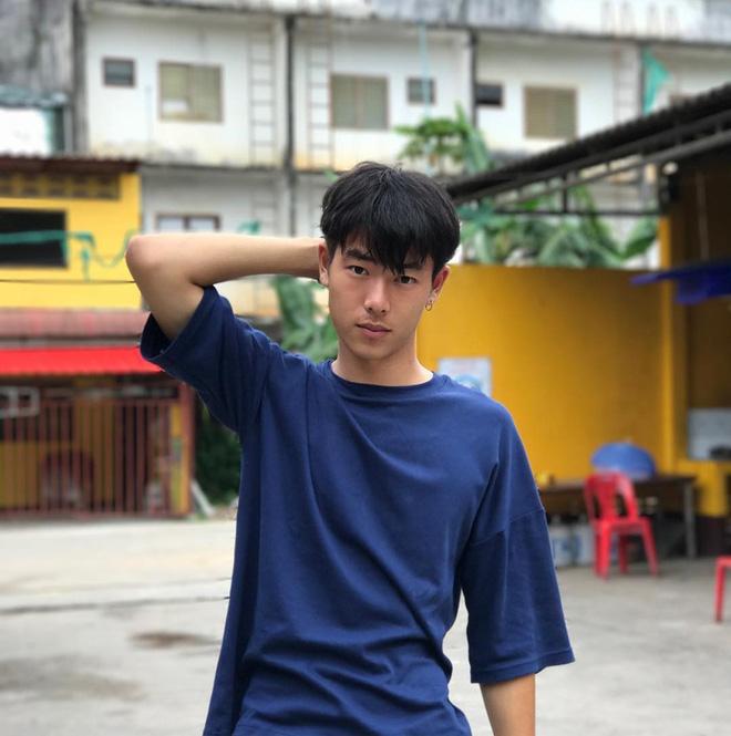 Chân dung chàng phiên dịch viên bất ngờ nổi tiếng trong vụ giải cứu đội bóng Thái Lan mất tích 10