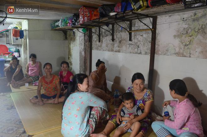 Tình người trong dãy trọ 15k/ đêm ở Hà Nội: Ông chủ tự bỏ tiền túi lắp điều hòa, quạt mát cho người nghèo trốn nóng 2
