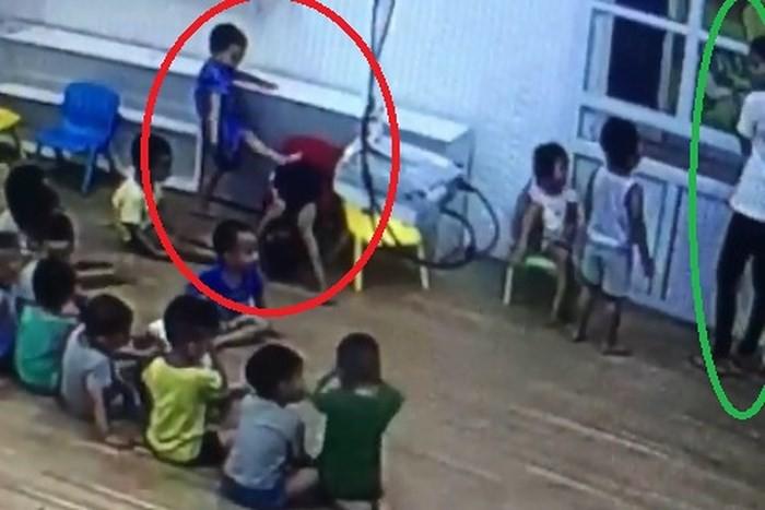 Chuyện 'lạ' ở trường mầm non tại Sơn La: Mẹ quay clip trẻ đánh nhau, con bị cho thôi học 1