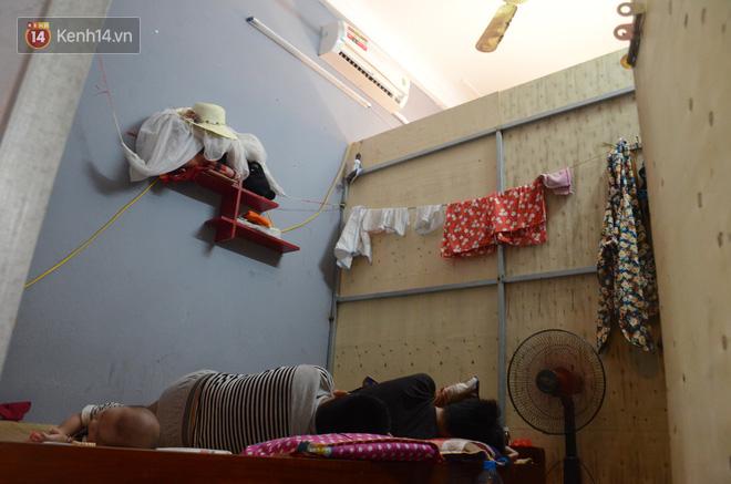 Tình người trong dãy trọ 15k/ đêm ở Hà Nội: Ông chủ tự bỏ tiền túi lắp điều hòa, quạt mát cho người nghèo trốn nóng 12