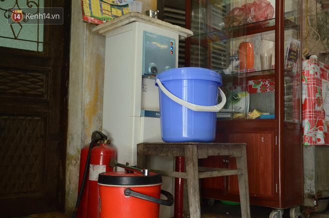 Tình người trong dãy trọ 15k/ đêm ở Hà Nội: Ông chủ tự bỏ tiền túi lắp điều hòa, quạt mát cho người nghèo trốn nóng 5