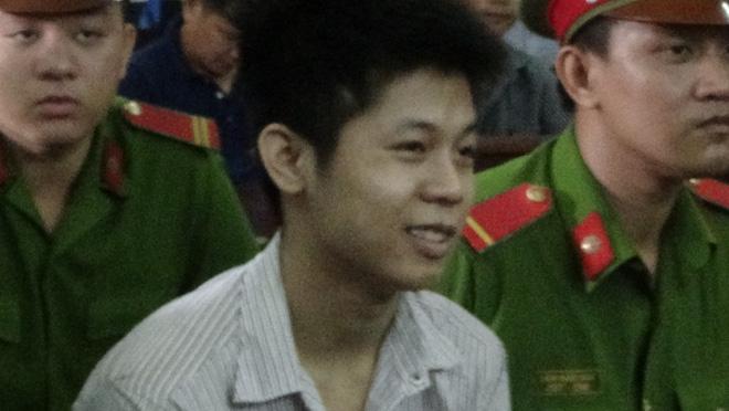 Người nhà nạn nhân gào khóc, chửi bới khi kẻ sát nhân giết 5 người ở Sài Gòn xuất hiện 3
