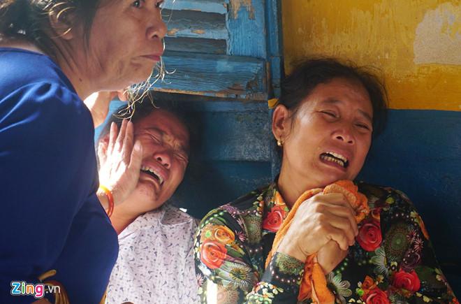 Người nhà nạn nhân gào khóc, chửi bới khi kẻ sát nhân giết 5 người ở Sài Gòn xuất hiện 1