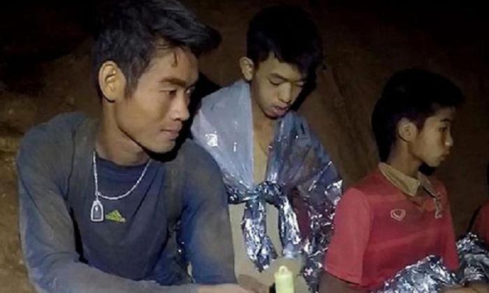 Giải cứu đội bóng Thái Lan: HLV có thể ở lại một mình trong hang 1