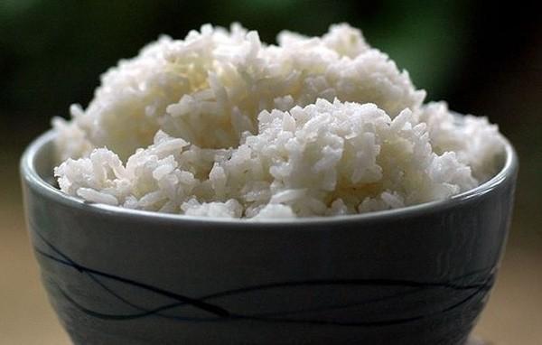 Bảo quản cơm nguội như thế này rồi hâm nóng lại để ăn có thể dẫn đến tiêu chảy, ngộ độc thực phẩm 2