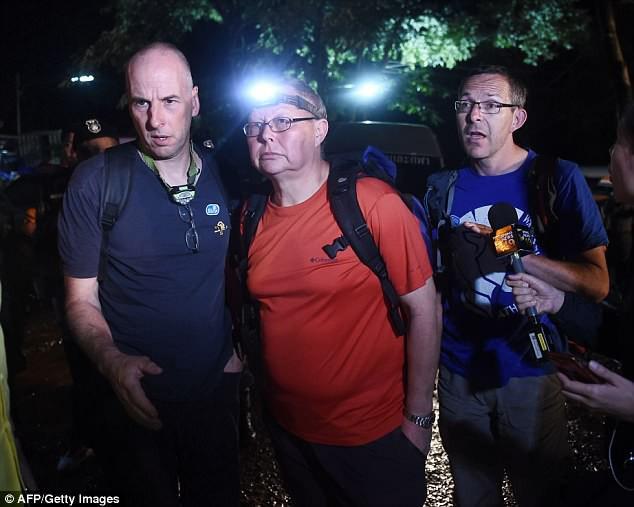 Hình ảnh Chân dung những người hùng mang lại ánh sáng cho đội bóng nhí bị mắc kẹt ở Thái Lan số 1