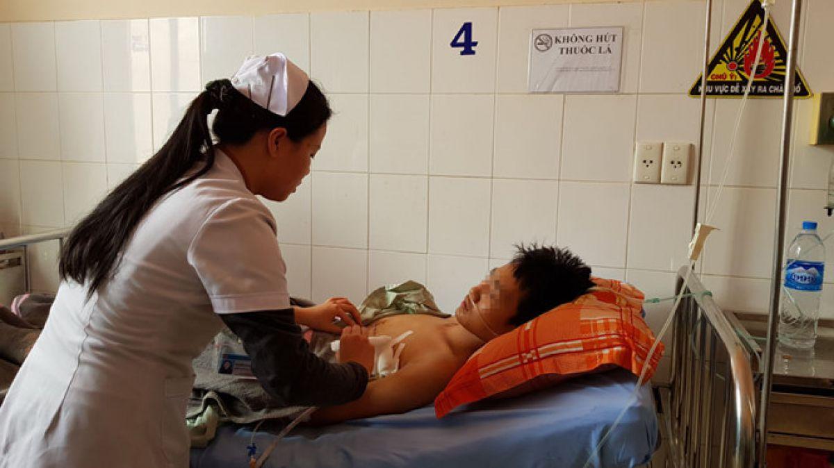 Hình ảnh Bị dao đâm thủng tim, bệnh nhân 15 tuổi được cứu sống thần kỳ số 1