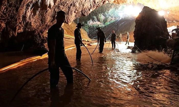 Bí mật đáng sợ trong chiến dịch giải cứu đội bóng nhí Thái Lan ở hang Tham Luang 1