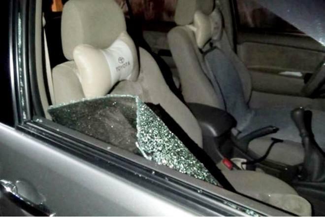 Hình ảnh Dừng xe bên đường khi vừa rút tiền từ ngân hàng, đại gia bị trộm đập kính lấy gần 3 tỉ đồng số 1