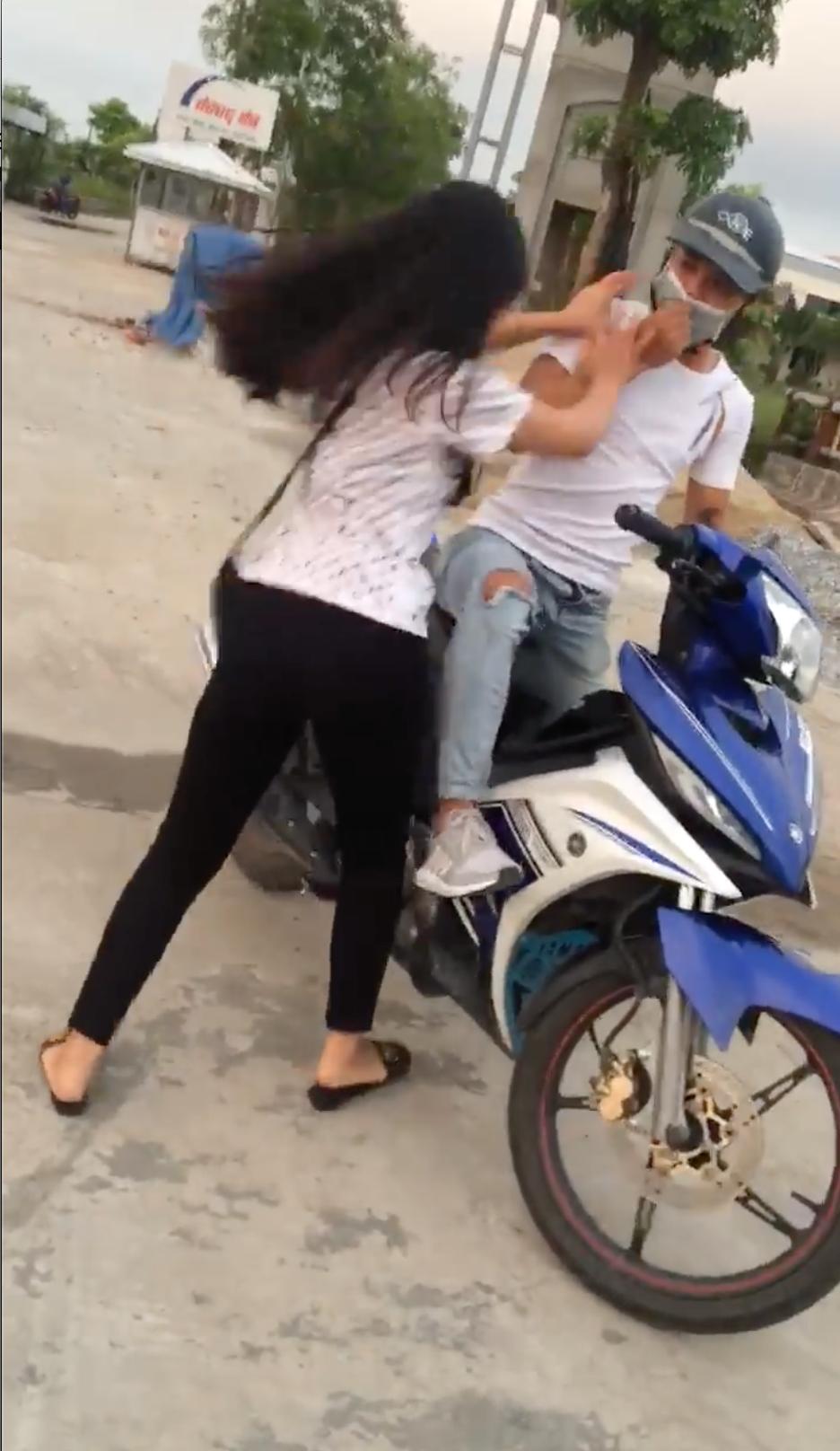 Bắc Ninh: Tán tỉnh rồi hẹn gặp bạn của người yêu, thanh niên họ Sở bị cả hai vạch mặt tại trận 2