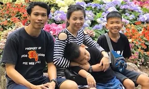 Hình ảnh Cuộc đoàn tụ xúc động qua cửa kính của gia đình cậu bé Thái Lan sau 17 ngày mắc kẹt số 1