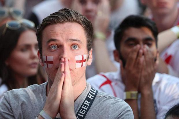 CĐV mắt đẫm lệ, Beckham thẫn thờ nhìn tuyển Anh lỡ hẹn chung kết World Cup - Ảnh 2.