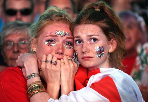 CĐV mắt đẫm lệ, Beckham thẫn thờ nhìn tuyển Anh lỡ hẹn chung kết World Cup - Ảnh 13.